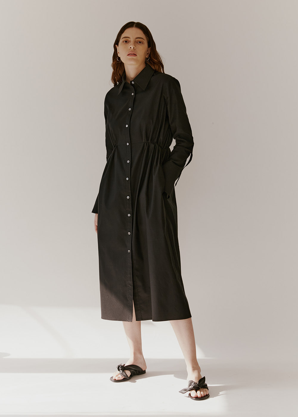 GATHERED-DETAIL SHIRT DRESS - BLACK