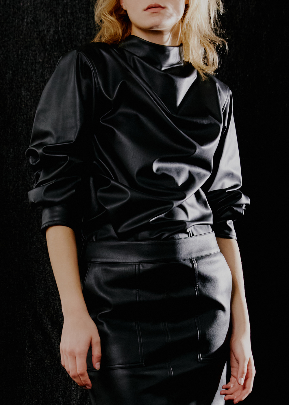 GATHERED-LEATHER BLOUSE - BLACK